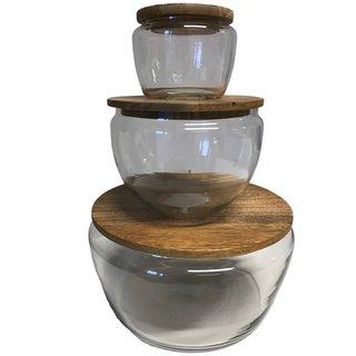 Drei Glasschalen mit Holzdeckel