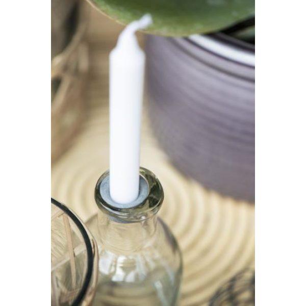 Glasflasche als Kerzenhalter mit weißer Kerze