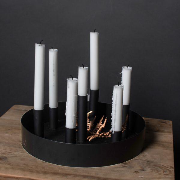 Schwarzer runder Kerzenhalter mit mehreren Öffnungen für Kerzen