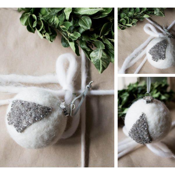 Weiße Weihnachtsbaumkugel mit grauem Weihnachtsbaum