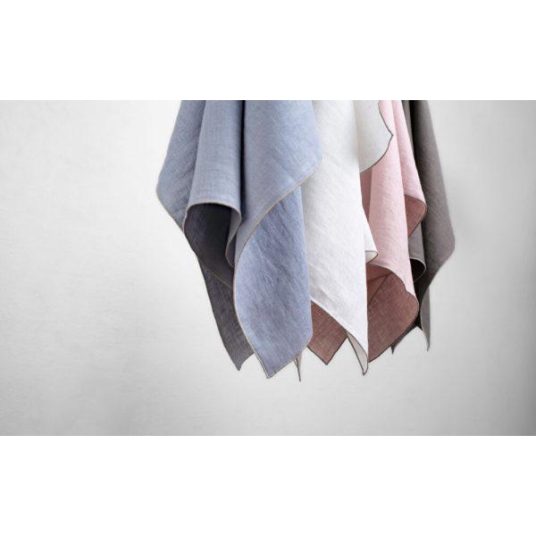 Blaue, weiße, rosa und braune Stoffserviette hängend