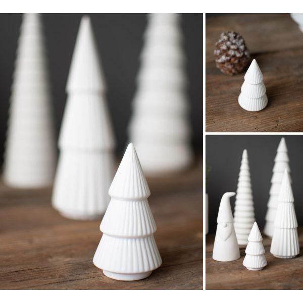 Weiße Glasweihnachtsbäume und Glasweihnachtsmann