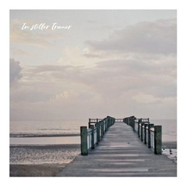 """Postkarte """"In stiller Trauer"""" mit Brücke die ins Meer führt"""