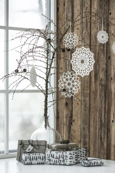 Schneeflocken Anhänger an einem Ast