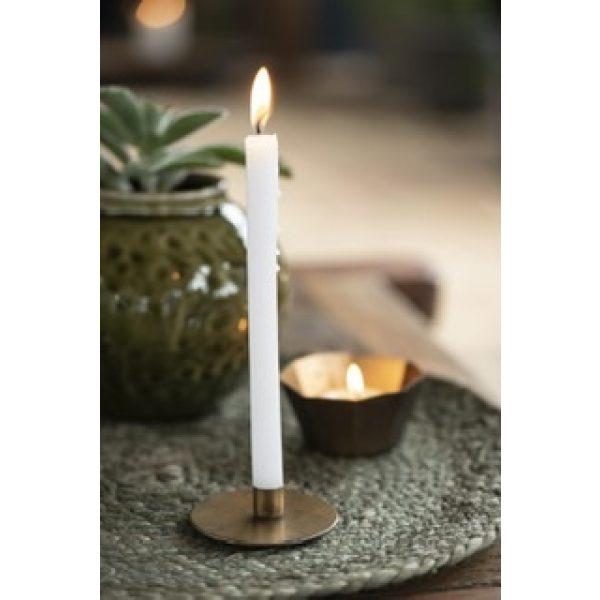 Goldener flacher Kerzenhalter mit weißer Kerze