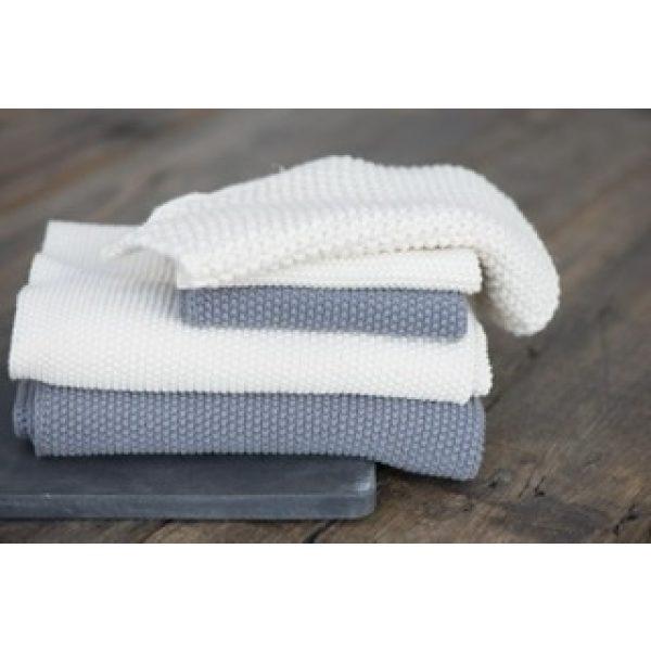 Graue und weiße gefaltete Handtücher